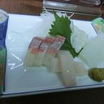 海洋 - <2013年10月> カンパチとイカ。イカは軟骨の部分がおまけ。。。コリコリしてて美味しいなぁ~です~(*'v'*)/