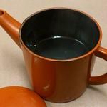 そば処きく池 - そば処 きく池 @板橋本町 赤丸湯桶で供される蕎麦湯は薄め