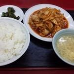 金華 - キムチと豚肉炒め(600円)ご飯大盛り無料!