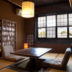 露瑚 - 1Fお茶室。個室としてお使いいただけます。窓からは鴨川、大文字が見えます