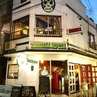 テキーラ ハウス - ルチャのマークが目印。店舗外観