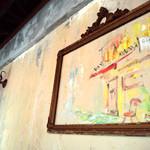 ヨッテリアコゴミ - レトロなデコレートの壁面(お昼)