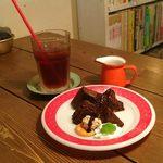 シー・モア・グラス - おからショコラとアイスティー ケーキセット \840