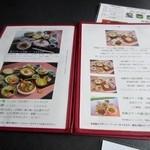 Hanamurasaki - テーブルに置いてあったメニューの中から1日10食限定の「花ランチ」にしようかと思いましたが訪問した10月は「みやび膳」が「花ランチ」と同じ値段で食べれる期間だったんで12品の「みやび膳」選んでみました