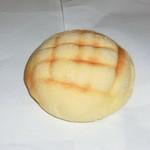 焼きたてのパン プリッツエル - 料理写真:メロンパン90円