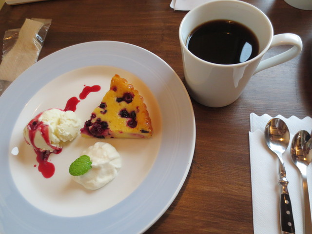Cafe&Deli COOK - ベリーチーズケーキとホットコーヒーのセット(850円)