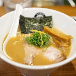 RAMEN GOTTSU - 料理写真:ラーメン