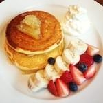 パークサイド タブレス - フルーツとコームハニーのパンケーキ