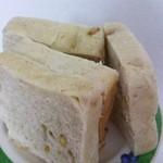 22070193 - いよかんの食パン