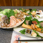 ぶらり亭 - ボリュームたっぷりで味も抜群の寄せ鍋コース、かなり人気です。冬の宴会時にぜひどうぞ。