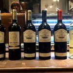 マル イ ティエラ - ズラリと並んだ輸入ワイン