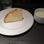22073398 - ランチのスープとフォカッチャ)