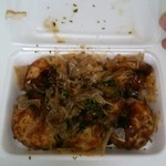 パクパク - 料理写真:たこ焼き1パック6個入 100円