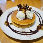 パンケーキ リストランテ - ビターチョコレートソースとキャラメリゼした4種類のナッツ バニラアイス添え ¥1050