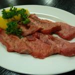 八尾牛 - 料理写真:塩タン