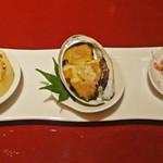 中国料理 XVIN - 前菜3種:中央に珠玉の鮑