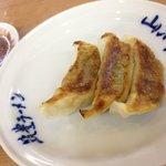 山小屋 - おにぎり一個+餃子3個セット250円の餃子♪(第一回投稿分④)
