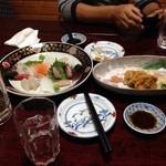 魚進 - 料理写真:友人と一杯、低価格なのに意外と皿がいい! もちろん料理も美味しい!