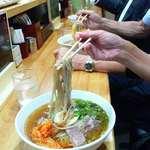 六盛 - 正しい冷麺の食べ方