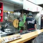 六盛 - 製麺機で作るから、麺は打ちたて!