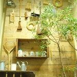 ムモクテキカフェ - お店の入口
