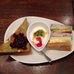 カフェ ド リオン - 小倉トースト、ヨーグルト、サンドイッチ