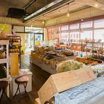 漁師カフェ 堂ヶ島食堂 - 1階の地場産品直売所(季節の野菜・活伊勢海老)