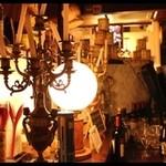 ホスペデリアアモーレ - 木のぬくもりがあたたかい店内です。
