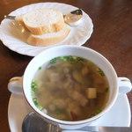 出島内外倶楽部 - セットのパンとスープ「ヒカド」