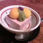 味道楽 - デザート2013ver.はハロウィンを意識したかぼちゃの白玉が小豆のムースにon