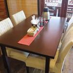 一蓮 - テーブル席