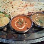 バンダリ - もうひとつのランチの2種類のカレー(チキンカレー・ベジタブルカレー)