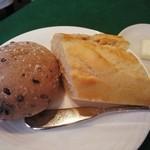 シェ・プルミエ - 古代米のパンとバケット
