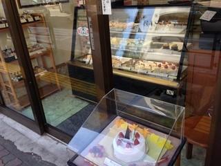 菓子工房BASARAN - ショーケース。あまり種類は多くありません