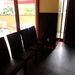 ティーズスタイル - 店内 待合室 車椅子でも2階に来れるようにスロープとエレベーター付きで安心です('13.10月にて)