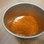 ラーメン荘 歴史を刻め - 別皿の唐辛子