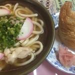 みかど - 肉(チキン)うどん と いなり寿司
