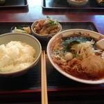 あめみや - 料理写真:醤油ラーメン半もつ煮半ライスセット 1000円