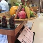 季節料理 辰巳 - カウンター上の鎌倉野菜