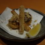 22112603 - 秋刀魚とあわび茸の巻きあげと牛蒡の唐揚げ