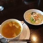 インドネシア料理スラバヤ - サラダ・スープ。