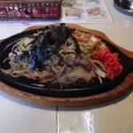 風緑 - 料理写真:鉄板皿に盛られた焼きそば