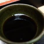 そば処 高山 - 濃い目で出汁がひろがるタイプ!味わい深いですね^^