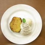 ガスト - 料理写真:焼き立て安納芋バニラアイス添え ¥349♪