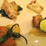 クラウンカフェ - 豚バラのクリームソース煮・白身魚のパン粉焼き・ローストチキン・海老のフリット。