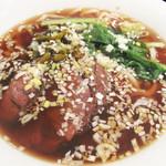 chuukaryourihisuien - 『牛肉麺』こと牛肉入り汁そば800円。