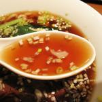 chuukaryourihisuien - スープは、ホテル中華のような上品な醤油味。