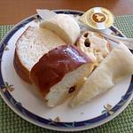 22128706 - パンは3種類程度のベースにアレンジを加えて6種ほど。(2013.10)