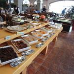 バーリーハウス - ずらりと並ぶ料理
