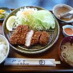 かつ喜 - 鹿児島産 黒豚ロースカツ定食(小) 1590円